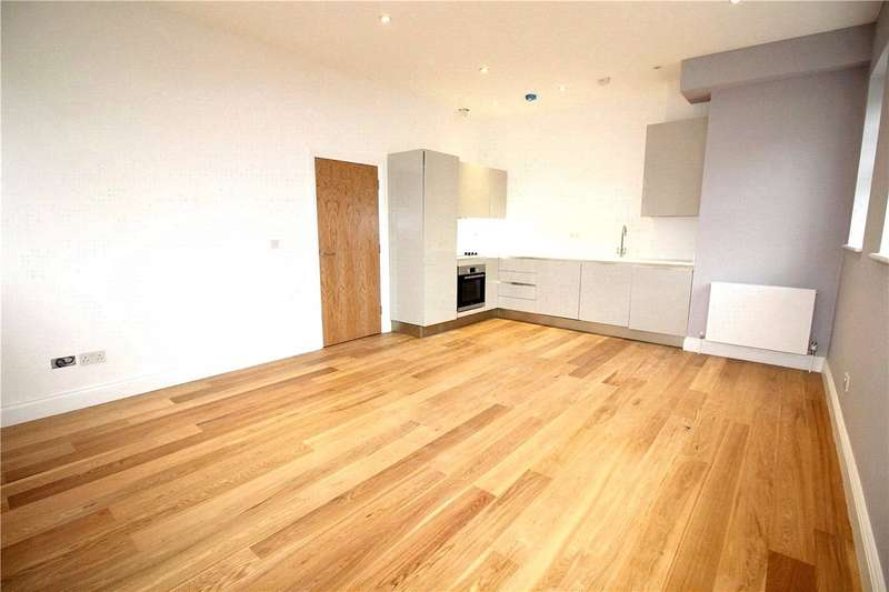 2 Bedrooms Flat for rent in Goldring Court, Goldring Way, Napsbury Park, London Colney, AL2