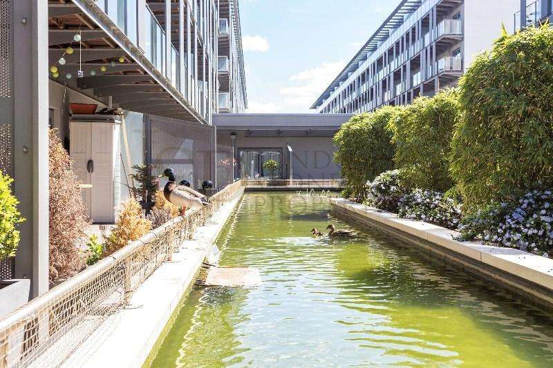 3 Bedrooms Flat for sale in West Carriage House, Royal Carriage Mews, Royal Arsenal Riverside SE18