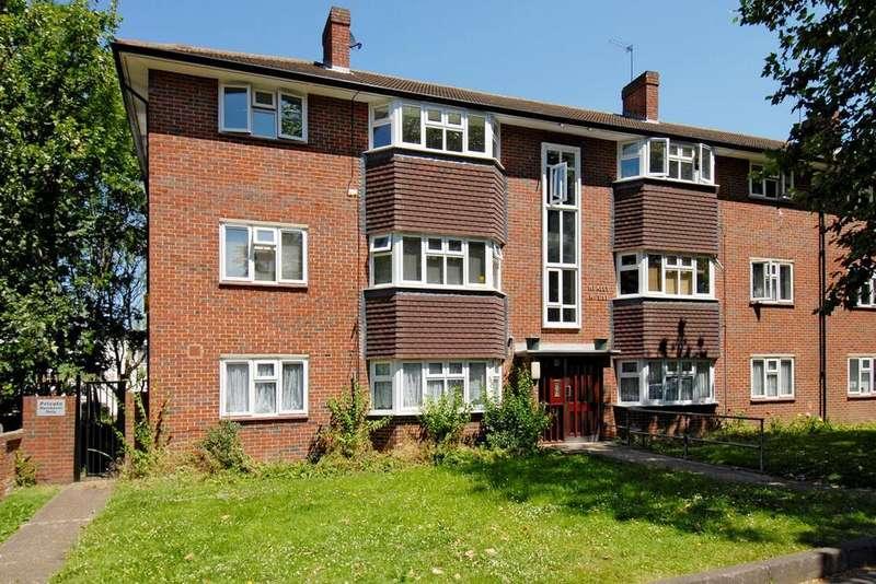 2 Bedrooms Flat for sale in Brackley Road, Beckenham