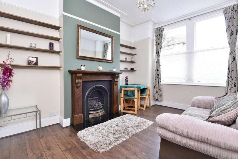 2 Bedrooms Maisonette Flat for sale in Glasford Street, Tooting
