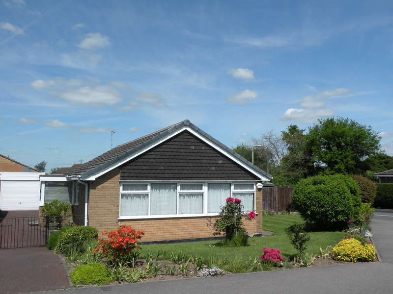 3 Bedrooms Detached Bungalow for rent in The Green, Castle Donington, Derby
