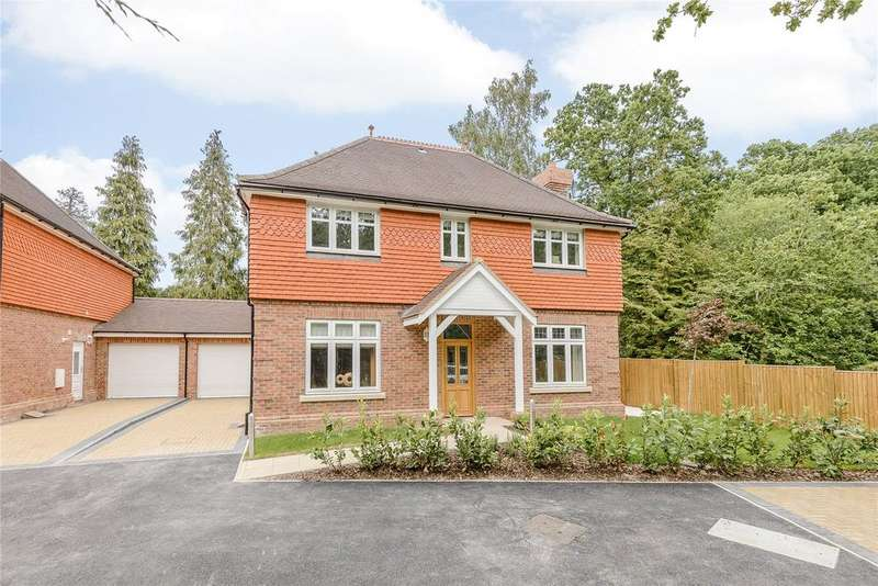4 Bedrooms Detached House for sale in London Road, Bracknell, Berkshire, RG12