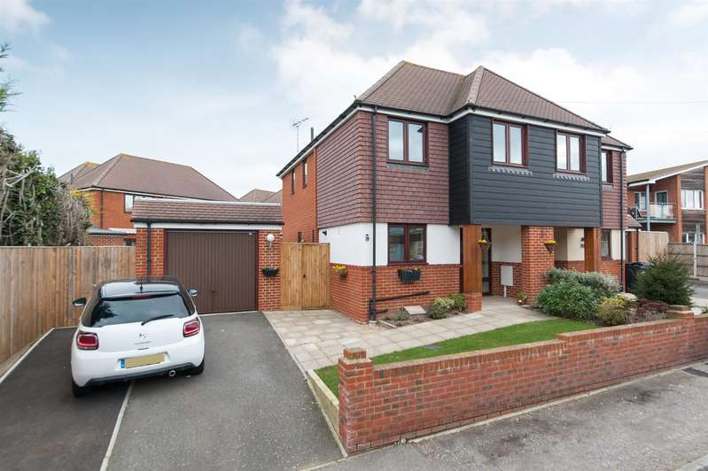 3 Bedrooms Semi Detached House for sale in Minnis Park, Gordon Square, BIRCHINGTON