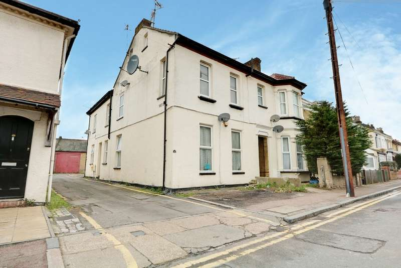 2 Bedrooms Property for sale in Park Street, Westcliff On Sea SS0