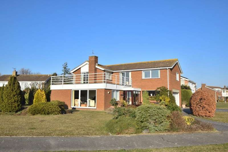 4 Bedrooms Detached House for sale in Beacon Heights, Clacton-on-Sea, CO16 8JW