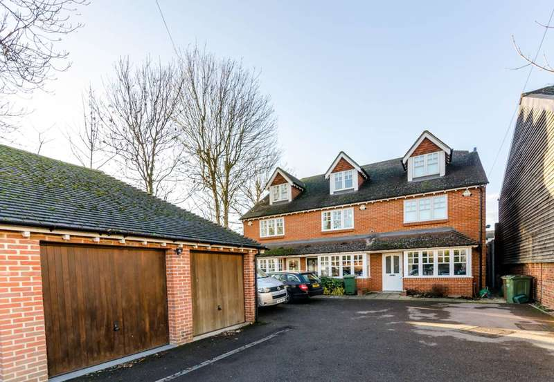 3 Bedrooms Terraced House for sale in Chatham Mews, Stoughton, GU2