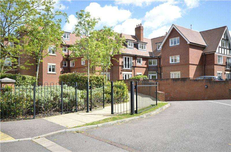 2 Bedrooms Flat for sale in Cleve Place, Bridgewater Road, KT13