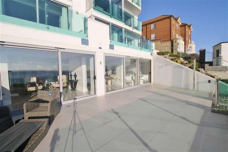 3 Bedrooms Apartment Flat for rent in Western Esplanade, Westcliff On Sea, Essex