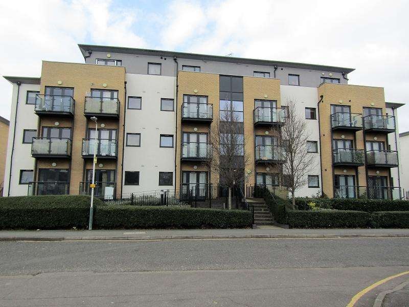 2 Bedrooms Ground Flat for sale in Cottons Approach, Romford, Essex. RM7 7LP