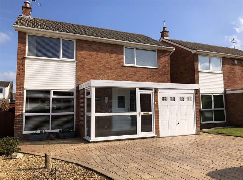 4 Bedrooms Detached House for sale in Fernwood Close, Lytham
