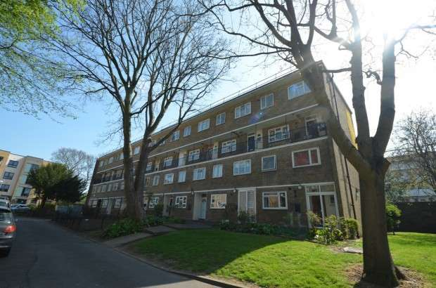 3 Bedrooms Maisonette Flat for sale in Charlewood House, Claremont Estate, Brixton Hill, SW2