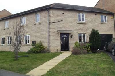 4 Bedrooms Semi Detached House for rent in Kingsley Drive, Ravenfield, Rotherham S65