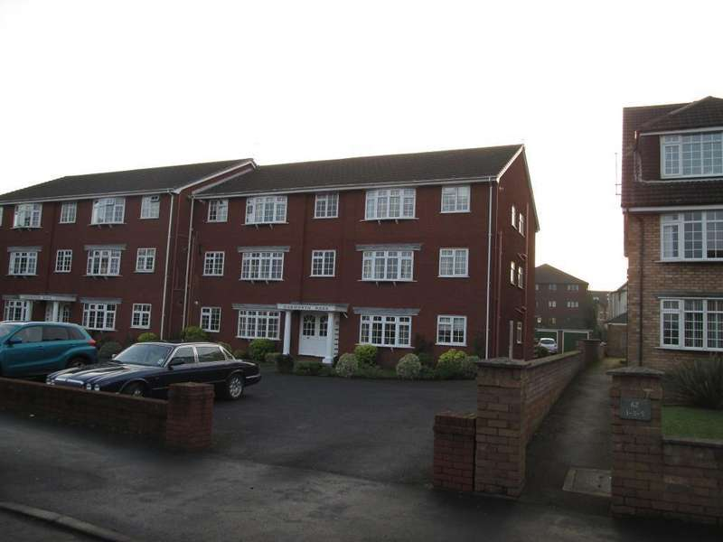 2 Bedrooms Flat for sale in Park Road, Hesketh Park, Southport, PR9 9NZ