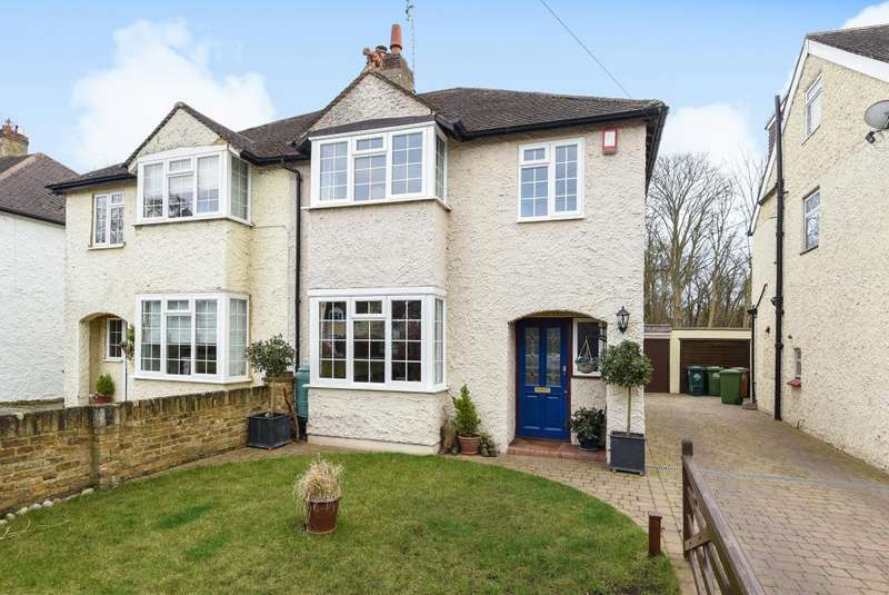 3 Bedrooms House for sale in Oakington Drive, Lower Sunbury, TW16