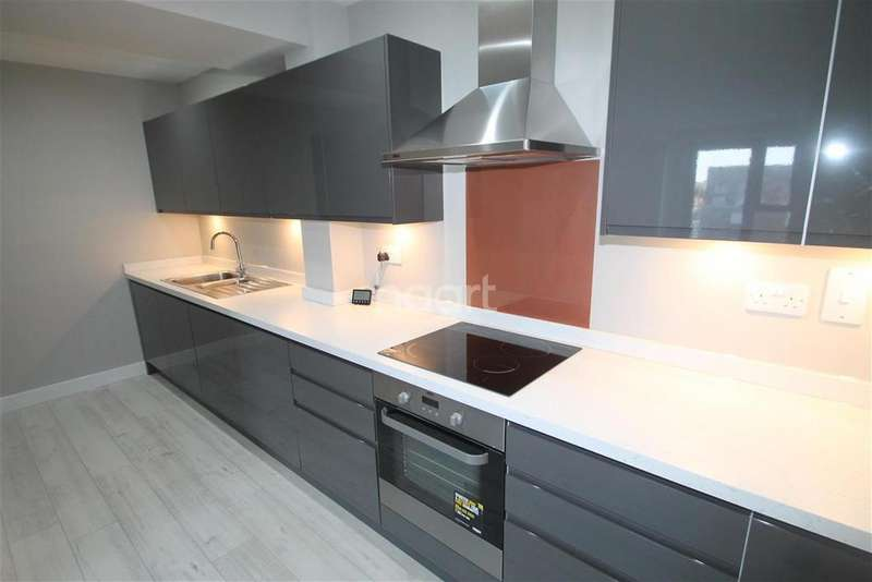 2 Bedrooms Flat for rent in Beaumont Court