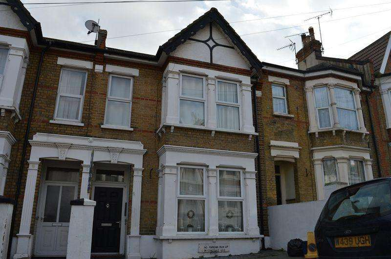 Studio Flat for sale in Heygate Avenue, Southend-On-Sea