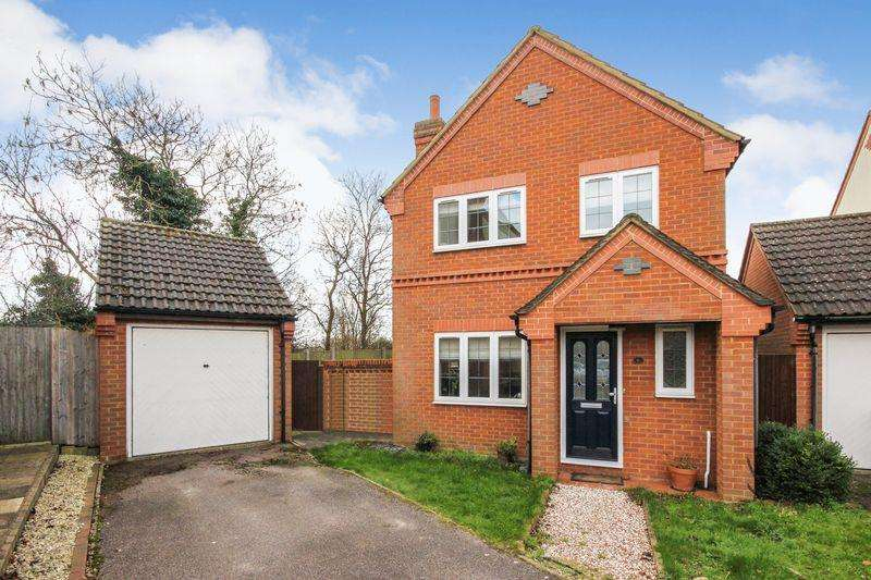 3 Bedrooms Detached House for sale in Black Hat Close, Wilstead