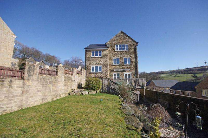 5 Bedrooms Detached House for sale in 67 Rylands Park, Ripponden, HX6 4JH