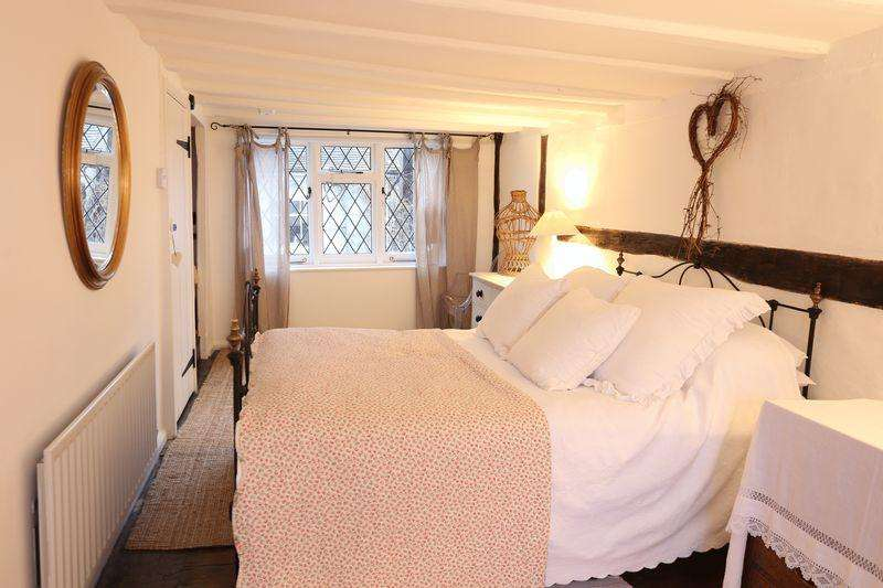 2 Bedrooms Terraced House for rent in 26 South Street, Cuckfield