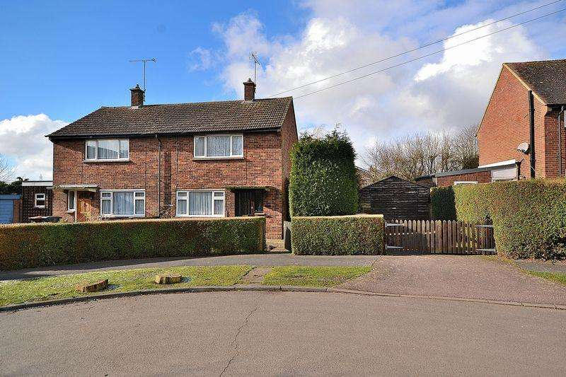 2 Bedrooms Semi Detached House for sale in Lords Close, Leighton Buzzard