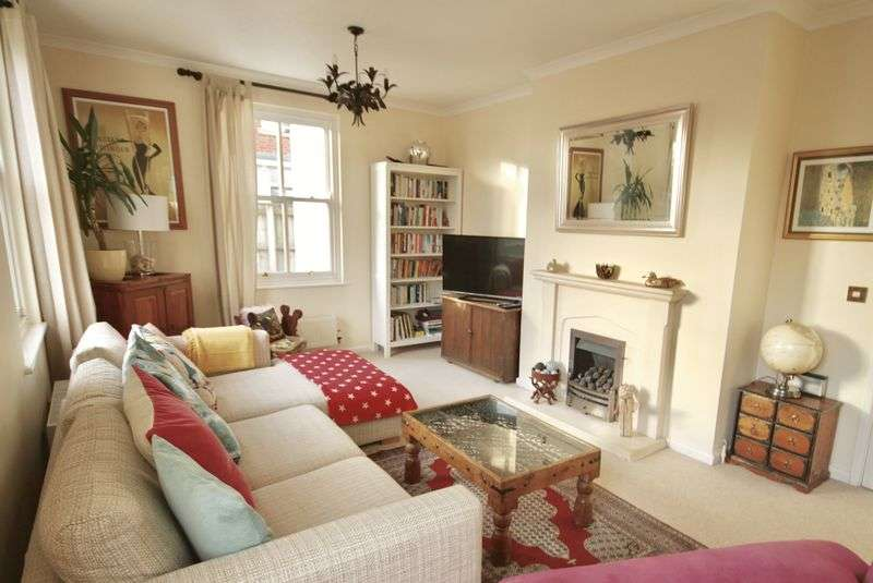 4 Bedrooms Property for sale in Holmead Walk Poundbury, Dorchester