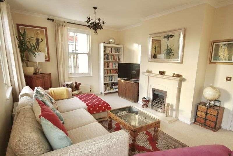 4 Bedrooms Property for sale in Holmead Walk Poundbury, Dorchester