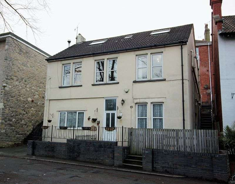 3 Bedrooms Property for sale in Bank Place, Pill