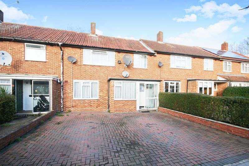 3 Bedrooms Property for sale in Arliss Way, Northolt