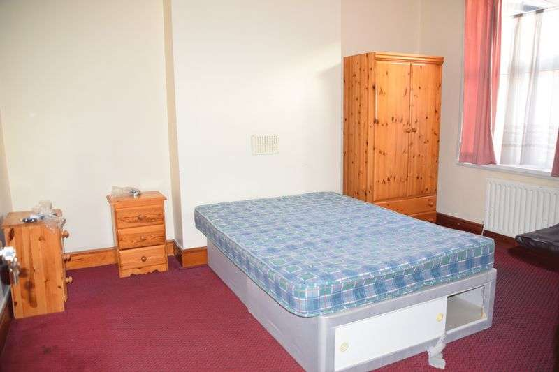 Property for rent in Large Room Near City Centre