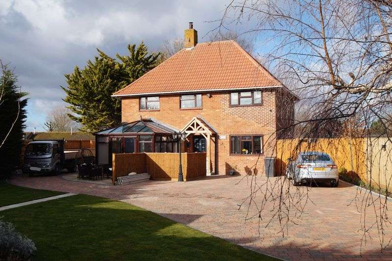 4 Bedrooms Property for sale in Burnham Road, Burnham-On-Sea
