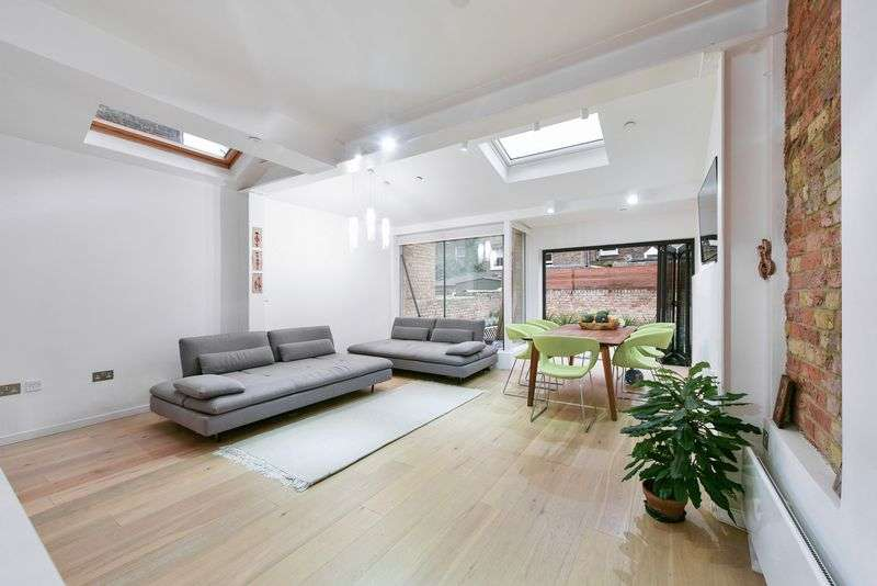 3 Bedrooms Property for sale in Eckstein Road, London