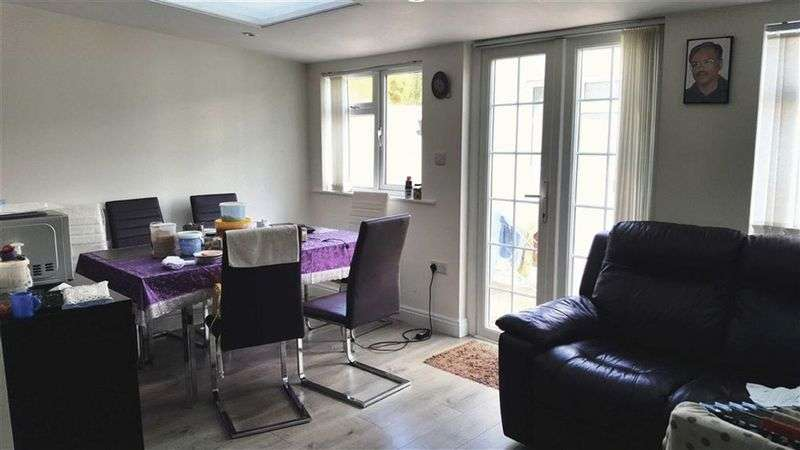 2 Bedrooms Property for sale in Nolton Place, Edgware, Middlesex, HA8 6DL