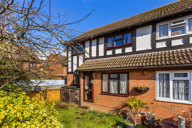 1 Bedroom End Of Terrace House for sale in Coomb Field, Edenbridge, TN8