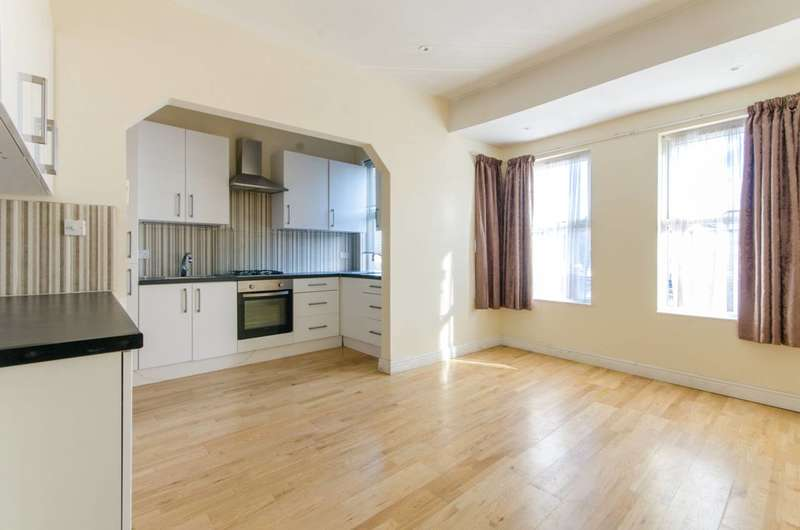 4 Bedrooms Flat for rent in Holmdale Terrace, Stamford Hill, Stamford Hill, N15