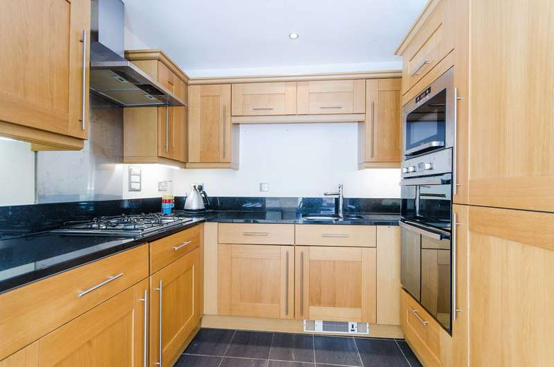 2 Bedrooms Flat for rent in Cottage Close, Harrow on the Hill, HA2