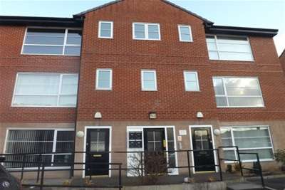 2 Bedrooms Flat for rent in Walmesley court Leigh