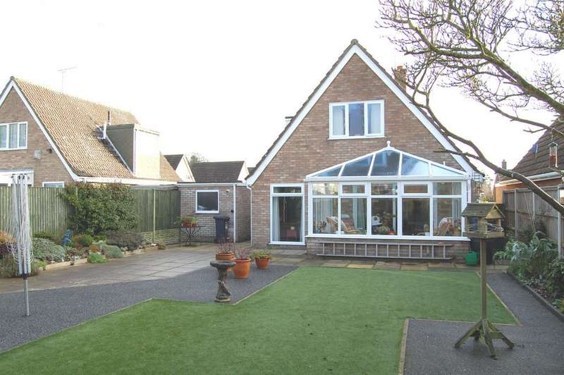 2 Bedrooms Chalet House for sale in Waveney Drive, Hoveton