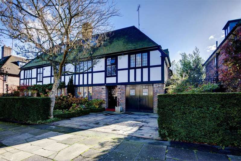 5 Bedrooms Cottage House for sale in Southway, NW11