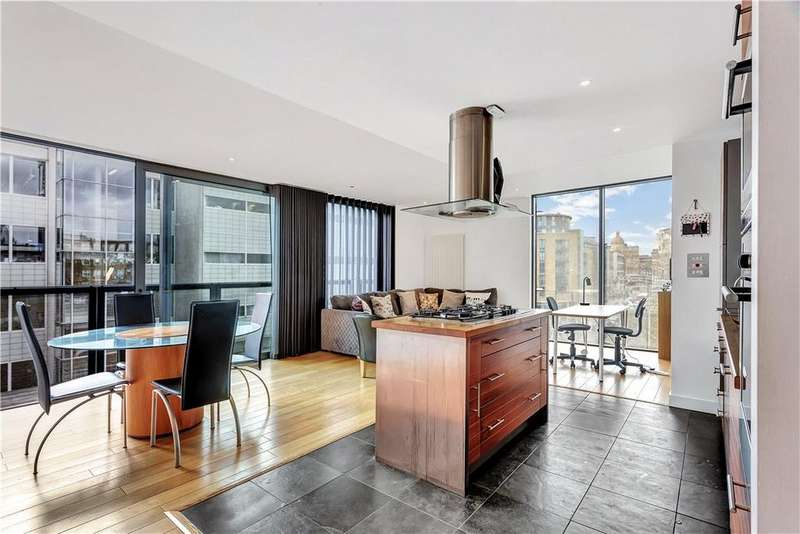 2 Bedrooms Flat for sale in Goswell Road, City, London, EC1V
