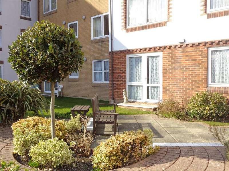 2 Bedrooms Retirement Property for sale in Claremont Court, Bognor Regis