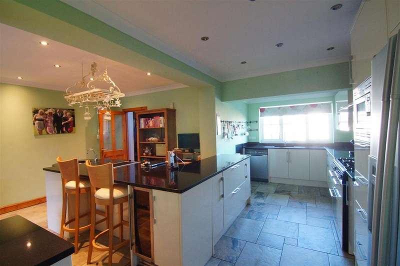 4 Bedrooms Detached House for sale in Ffordd Triban, Upper Colwyn Bay