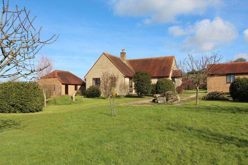 3 Bedrooms Detached Bungalow for sale in Kington Magna, Dorset
