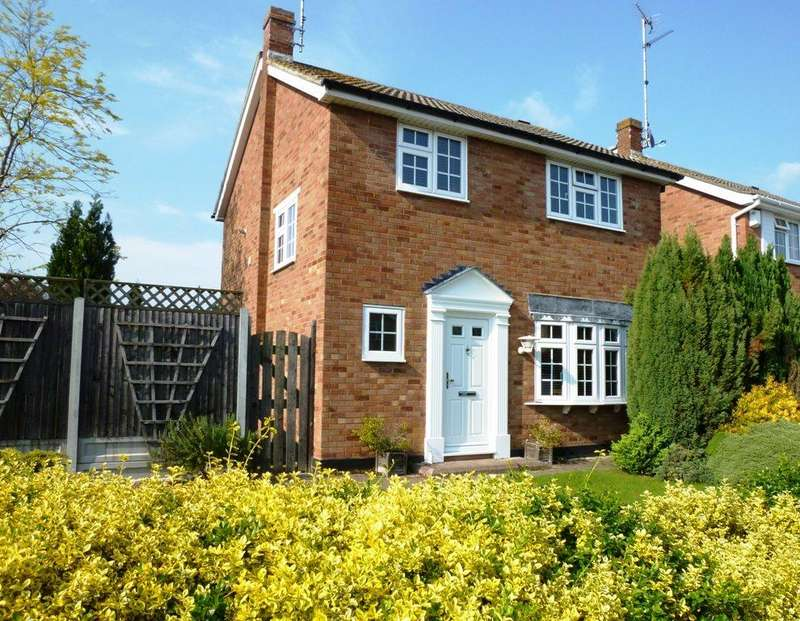3 Bedrooms Detached House for rent in Blower Close, Rayleigh, Essex