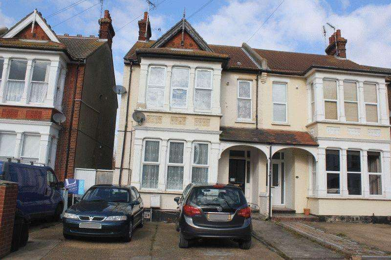 1 Bedroom Ground Flat for sale in Kilworth Avenue, Southend-On-Sea
