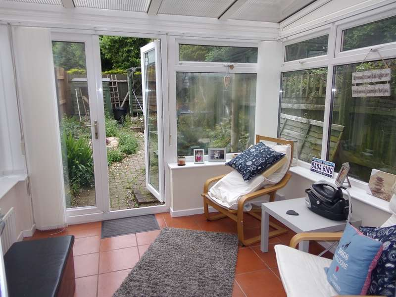 2 Bedrooms Semi Detached House for sale in Cormorant Close, St. Mellons, Cardiff