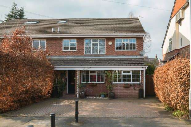 4 Bedrooms Semi Detached House for sale in Grove Road, Hale