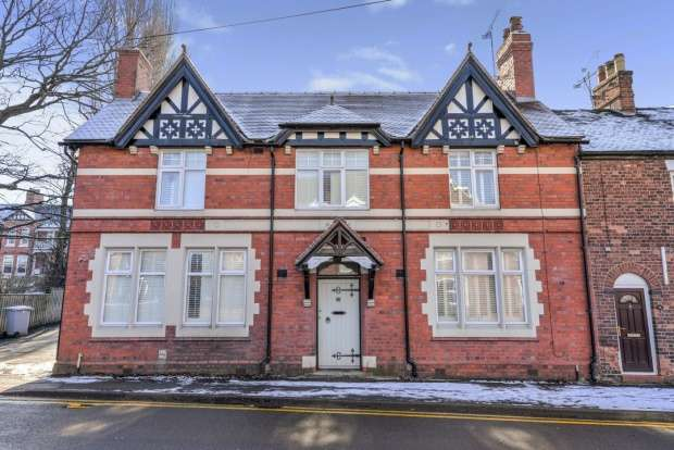 3 Bedrooms Terraced House for sale in Crewe Road, Nantwich, Cheshire, CW5 6JD