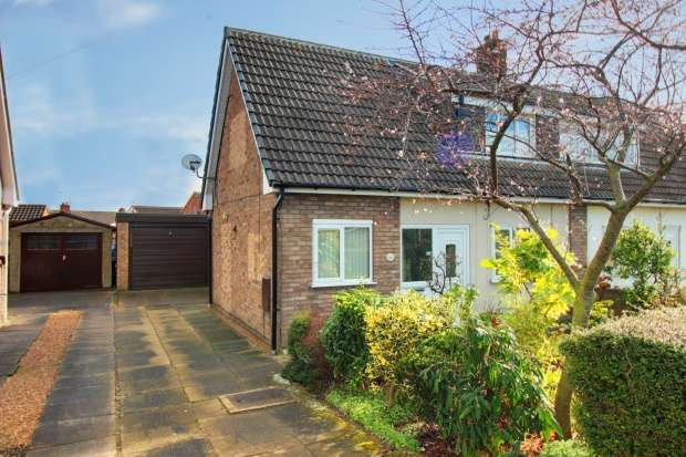 3 Bedrooms Semi Detached House for sale in Springfield Close, Doncaster, South Yorkshire, DN3 3LA