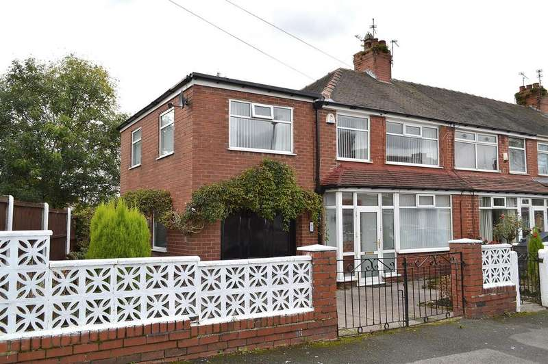 3 Bedrooms Town House for sale in Kingston Avenue, Chadderton, Oldham, OL9 8LL