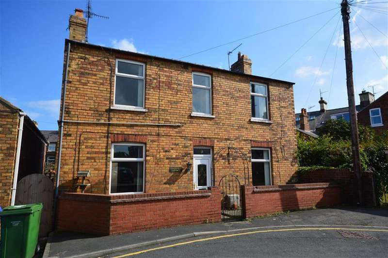 4 Bedrooms Detached House for sale in Granville Road, Filey, YO14 9AL